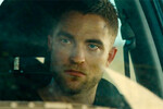 Sangue e polvere in un deserto postapocalittico: il nuovo trailer di The Rover, con Guy Pearce e Robert Pattinson