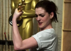 Oscar 2011, primi video promo con James Franco e Anne Hathaway