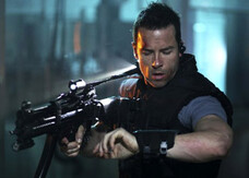 Lockout, il trailer del nuovo sci-fi con Guy Pearce