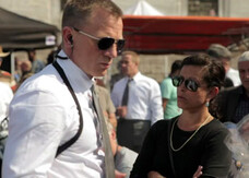 Skyfall, una featurette sui costumi di James Bond