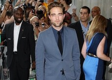 Cosmopolis, Robert Pattinson in forma smagliante alla premiere. Guarda la gallery!