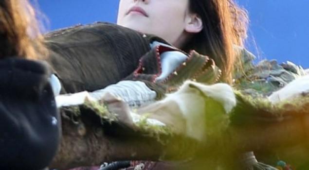 Biancaneve e il cacciatore, nuova foto della regina cattiva Charlize Theron