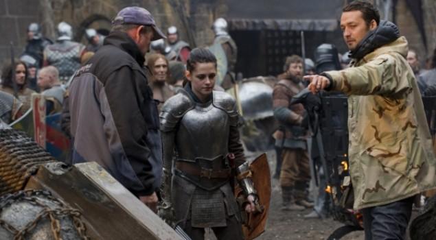 Biancaneve e il cacciatore, una featurette sulle scene d'azione