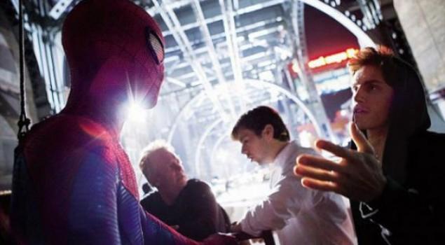 The Amazing Spider-Man, l'Uomo Ragno in manette in nuove foto