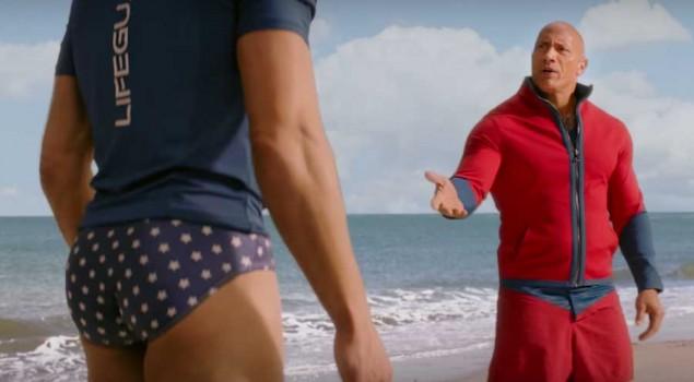 Baywatch, l'esilarante spot del Super Bowl con protagonisti The Rock e il sedere di Zac Efron
