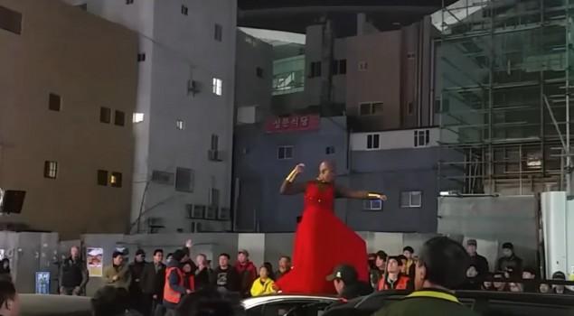 Black Panther: foto e video dal set mostrano un membro della Dora Milaje di T'Challa in azione