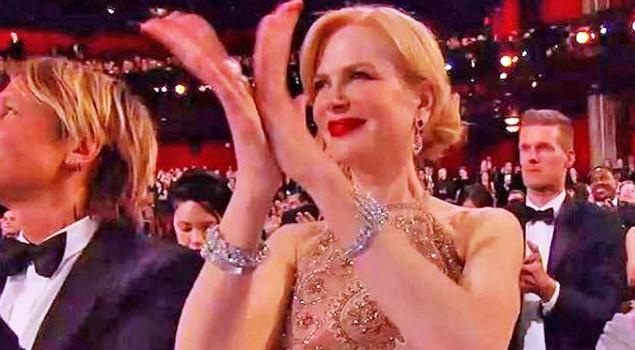 Oscar 2017: svelato il motivo del bizzarro applauso di Nicole Kidman