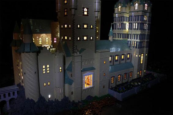 Hogwarts in versione lego guarda la riproduzione di alice finch