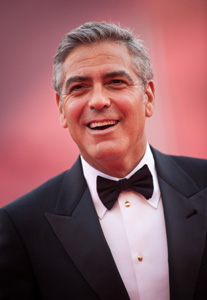 George Clooney in smoking (foto Getty Images)