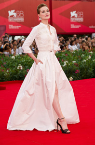 Evan Rachel Wood protagonista di Le idi di Marzo in bianco sul red carpet (foto Getty Images)