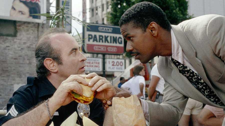 Denzel Washington - Alzi la mano chi si ricorda la performance dell'attore (quest'anno candidato agli Oscar per Barriere) nel f...
