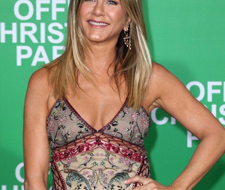Per Jennifer Aniston, la superstizione corrisponde a un gesto semplice e comune a molti: entrare in aereo con il piede destro. Nel 2015 l...