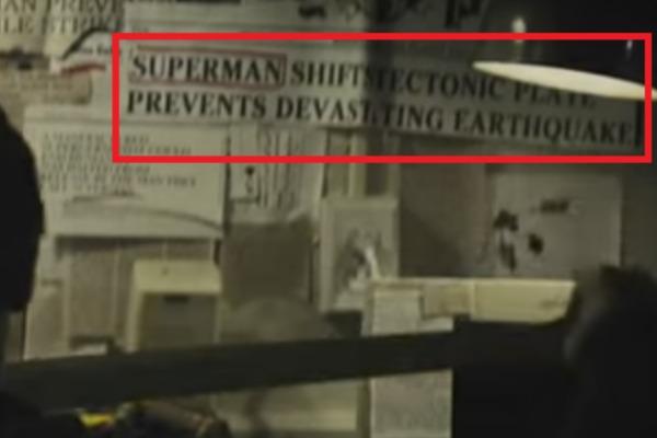 BATMAN V SUPERMAN - IL SALVATAGGIO DI LOIS LANE: Nella base del terrorista Wallace Keefe, uno stralcio di giornale appeso alla parete rip...
