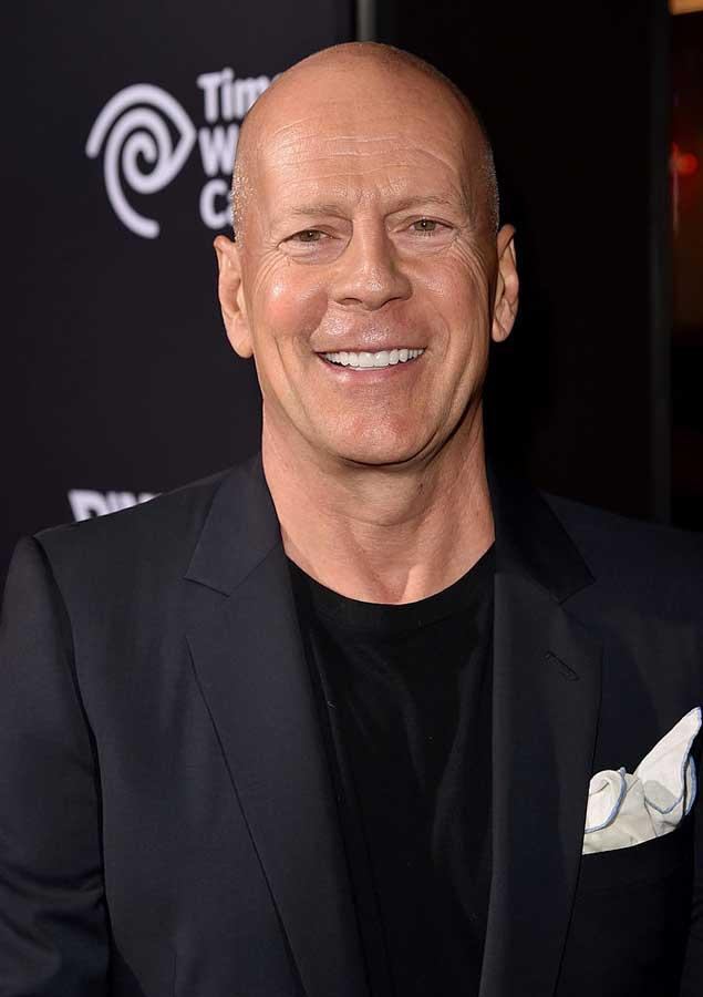 Cafè Society - Non è mai stata chiara la ragione dell'abbandono da parte di Bruce Willis del film di Woody Allen; inizialmente si pa...