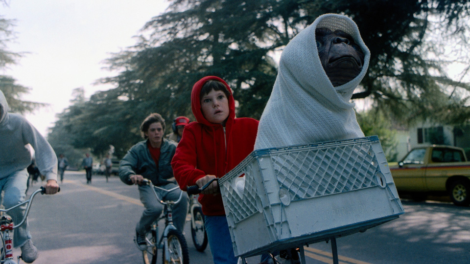 """E.T. L'extra-terrestre - """"Io sarò sempre qui"""" dice l'alieno a Elliott prima di tornare a casa, indicando il cuore dell'amichett..."""