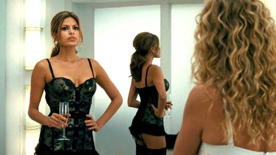 Eva Mendes - L'attrice messicana è super caliente! In particolare quando la vediamo uscire dal camerino in The Women sotto gli occhi...