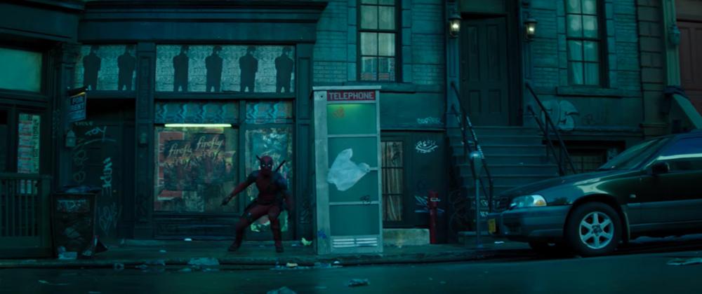 Altro riferimento a una serie amatissima: si tratta di Firefly di Joss Whedon. Sembra proprio che il regista David Leitch sia un grande f...