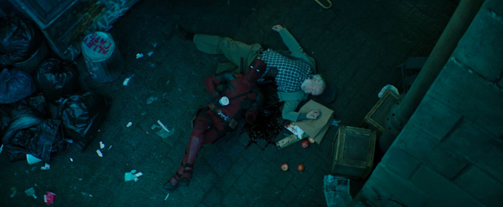 """Il teaser si chiude su Deadpool che """"ruba al morto"""" un barattolo di gelato Ben & Jerry al gusto Cherry Garcia, nome ispirat..."""