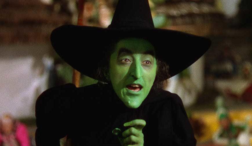 Margaret Hamilton - Vi ricordate la cattiva Strega dell'Ovest scomparire varie volte circondata da del fumo ne Il mago di Oz? Beh, u...