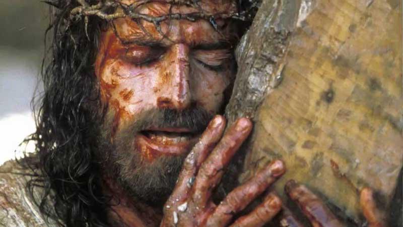 Jim Caviezel - L'attore è rimasto ferito con lesioni multiple quando interpretava Gesù nel film di Mel Gibson La Passione di Cristo:...