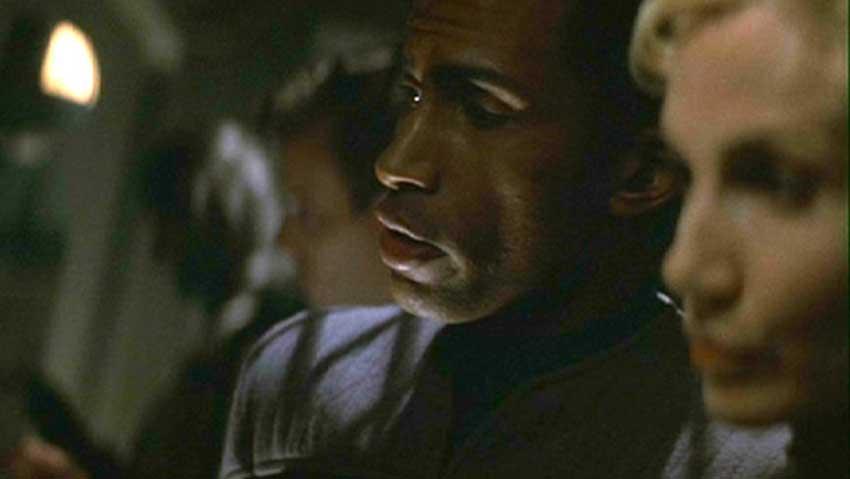 Star Trek: L'insurrezione - Durante i primi minuti del film è possibile scorgere, nella base di ascolto federale/Son'A, Lorella...