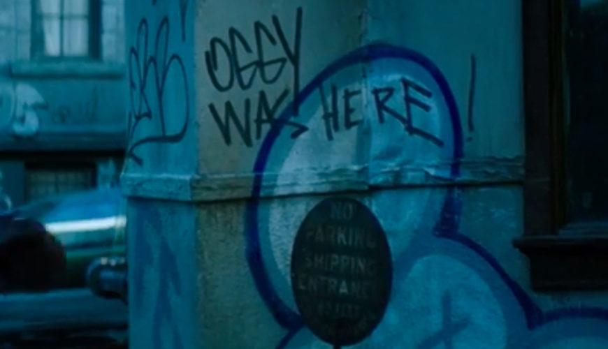«Oggy was here!» Le interpretazioni potrebbero essere diverse: un riferimento a Oggmunder Dragglevadd Vinnsuvius XVII, un personaggio dei...
