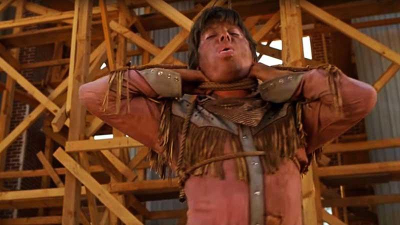 Michael J. Fox - Qual è il modo migliore per sembrare convincenti? Impiccarsi per davvero! O almeno è quello che è successo all'atto...