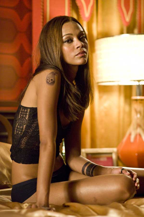 Zoe Saldana - La Gamora di Guardiani della Galassia super sexy in The Losers, adattamento cinematografico dell'omonimo fumetto DC/Ve...