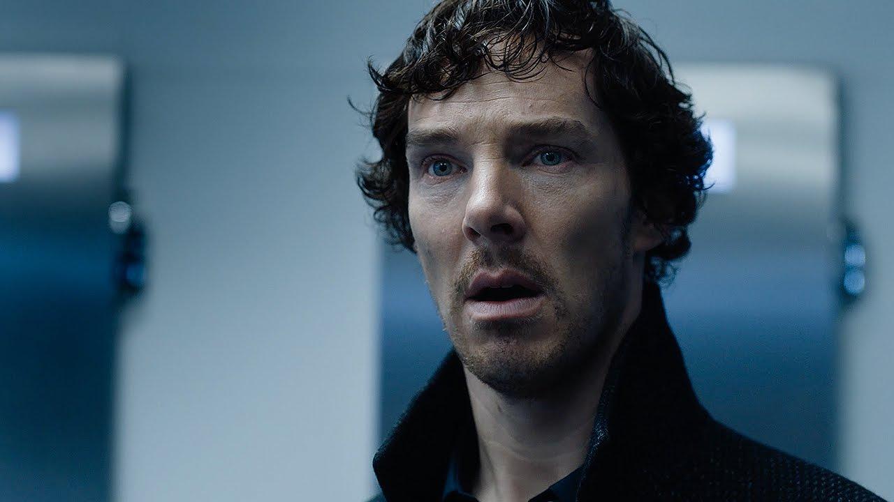 Benedict Cumberbatch è stato perseguitato da una sua ammiratrice che gli lasciava nastri rossi fuori casa, uno legato alla macchina della...