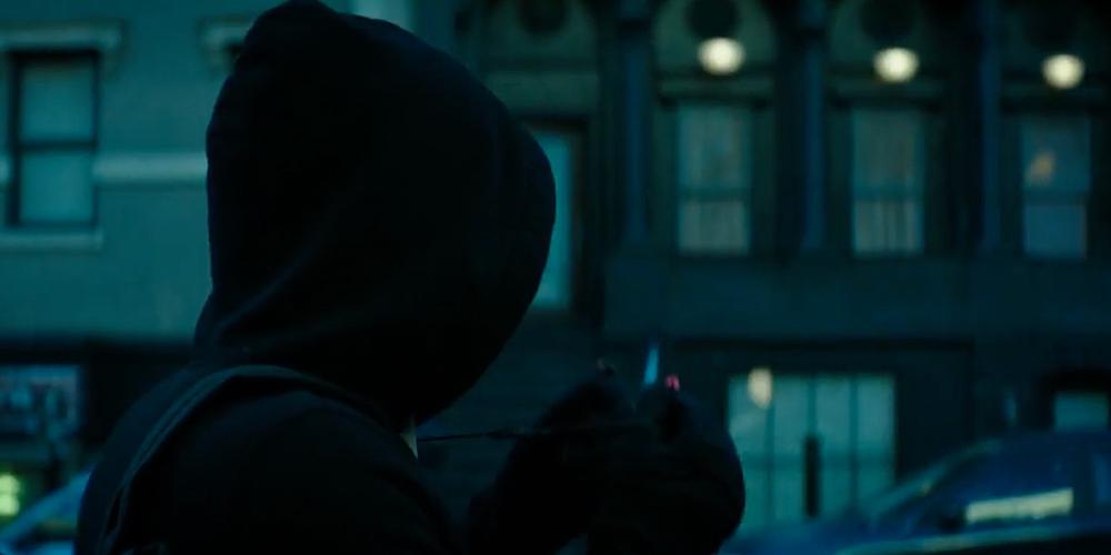 Partiamo dalla colonna sonora del cortometraggio. Il primo è il  leitmotif di Superman composto da John Williams (non a caso l'inter...