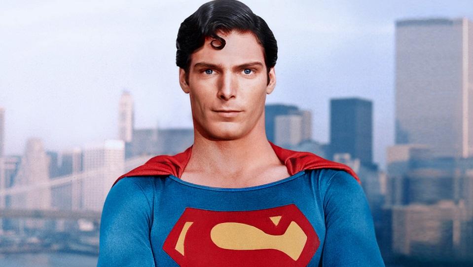 Per intere generazioni è stato l'unico vero Superman, ma nel 1995, Christopher Reeve ha un incidente a cavallo che lo rende paralizz...