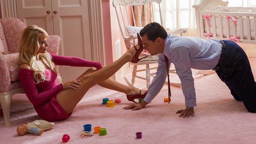 The Wolf of Wall Street (2013) - Martin Scorsese fu costretto a modificare alcuni contenuti riguardanti la sessualità e la nudità per evi...