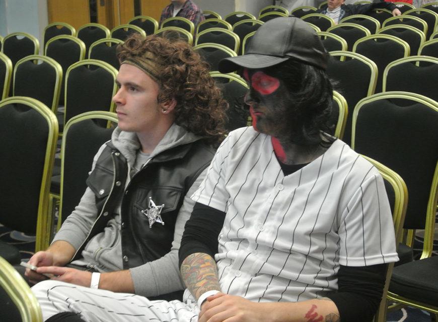 Due cosplayer poco prima della proiezione della Director's cut del film in Blu ray