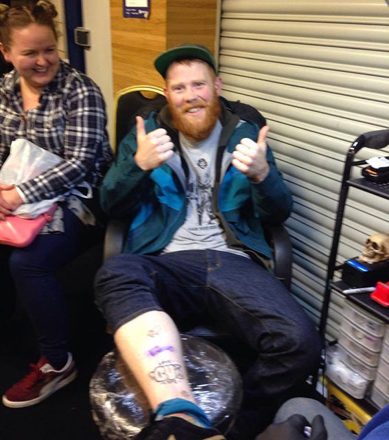Il fan entusiasta del suo nuovo tatuaggio
