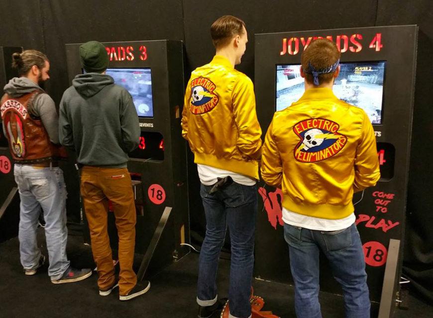 Cosplayer giocano ai guerrieri. Non poteva mancare la possibilità di poter fare un paio di scazzottate con il videogioco della Rockstar G...