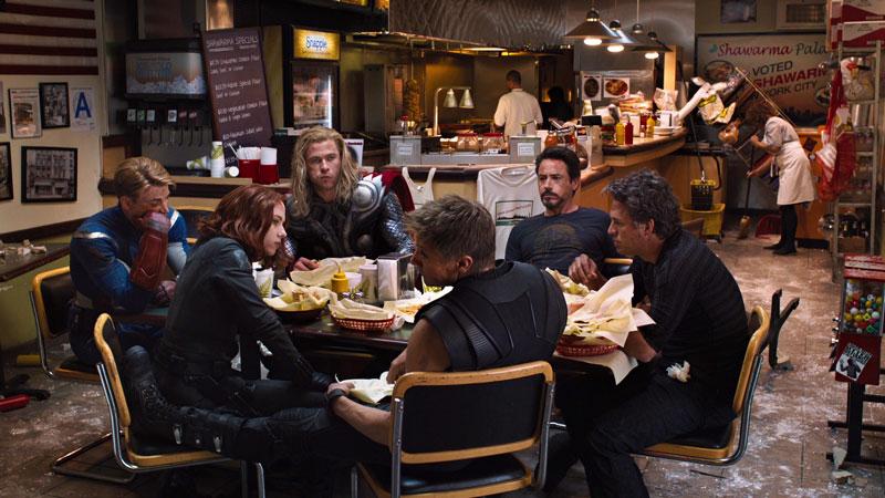 The Avengers - Alla fine del primo film dedicato ai Vendicatori, li ritroviamo esausti e silenziosi mentre mangiano da Shawarma, il risto...