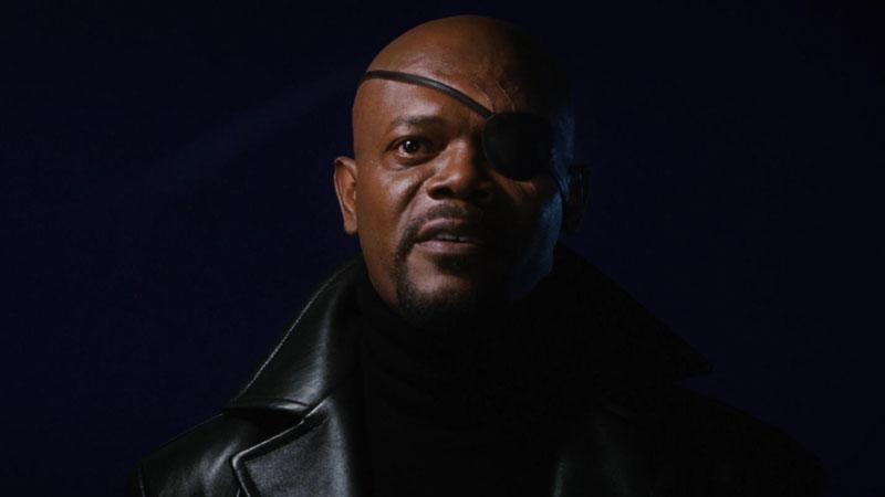 Iron Man - Dopo la fine del film siamo a casa di Tony e nascosto nell'ombra vediamo Nick Fury, direttore dello S.H.I.E.L.D., che inf...