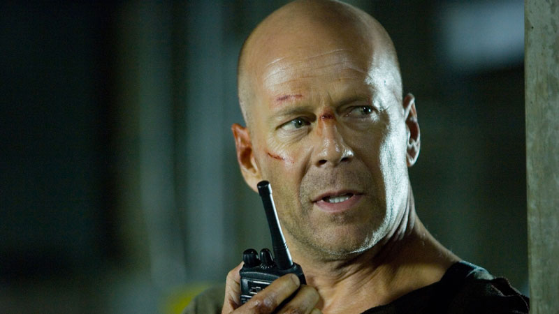 Bruce Willis - L'attore è un duro, anche con i registi. Famoso il discorso che Kevin Smith tenne durante la première di Poliziotti f...