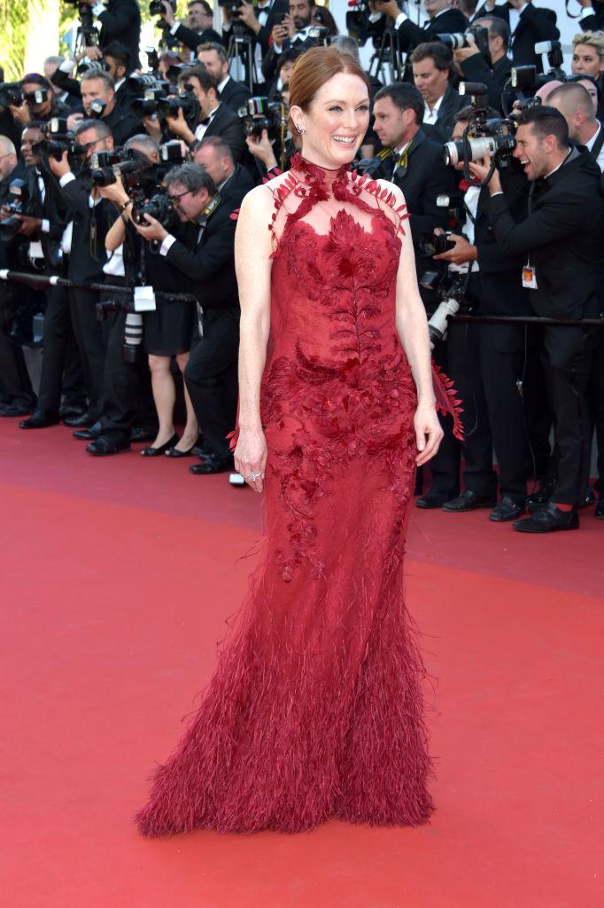 Julianne Moore - Stesso discorso per la Moore nella serata di apertura. Di per sé abito bellissimo, ma rosso sul red carpet indossato da ...
