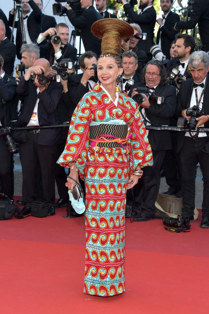 Victoria Abril - Probabilmente l'accostamento più brutto che vedremo in tutto il Festival: un kimono coloratissimo e un'acconci...