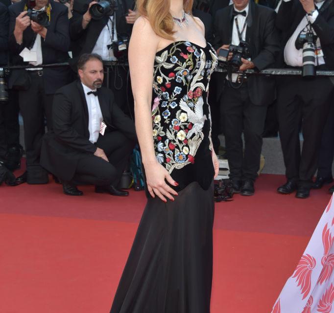 Jessica Chastain - Abito fantasia che mette in risalto i bellissimi occhi dell'attrice. Per il resto il vestito firmato Alexander Mc...
