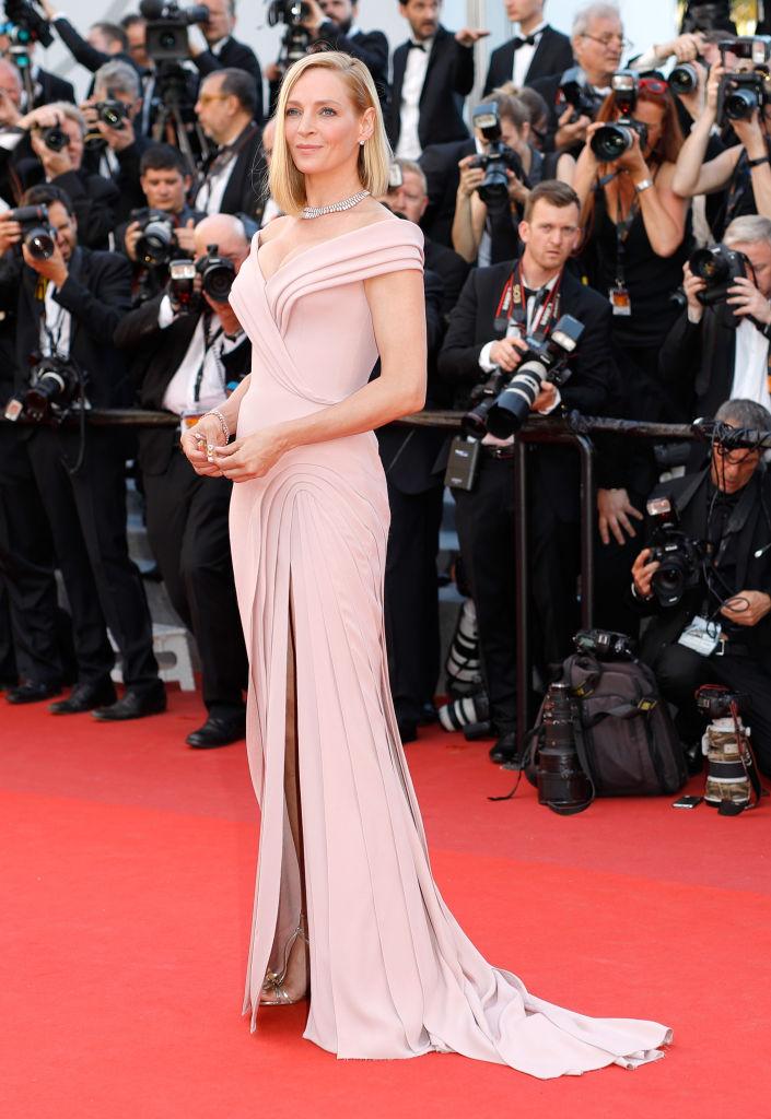 Uma Thurman - Splendida in Atelier Versace per l'apertura del festival. Il rosa antico le dona particolarmente. Voto: 8 1/2