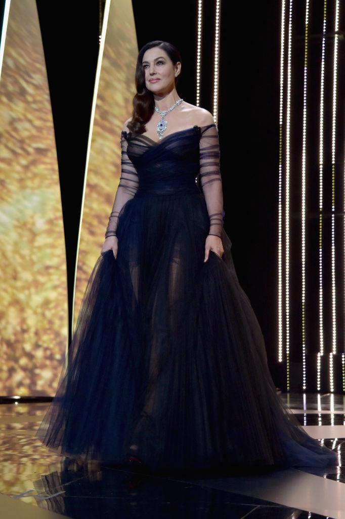 Monica Bellucci - La madrina del festival in versione principessa durante la presentazione della Kermesse. Indossa un abito blu di Christ...