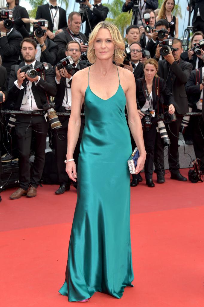 Robin Wright - Abito stupendo quello firmato Michelle Mason, ma l'attrice poteva anche indossare due copricapezzoli. Voto: 5