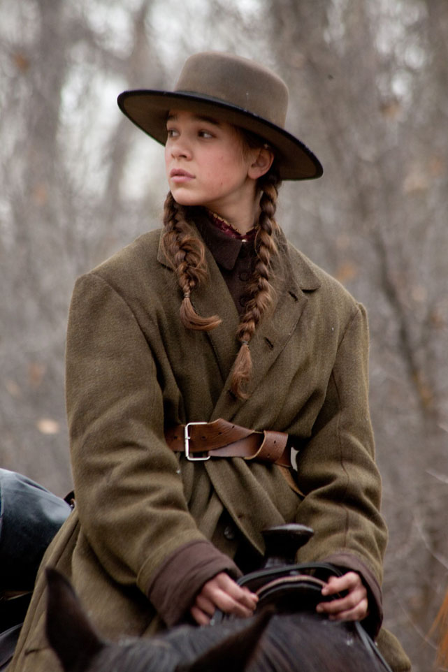Hailee Steinfeld ne Il Grinta (2010) era una piccola attrice dal viso tosto e un po' ingrugnito, come richiesto dal ruolo