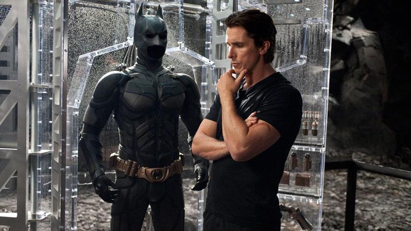 Christian Bale - L'attore ha dovuto indossare il costume da Batman per tre film e nessuna volta è stato semplice. Sembra che la masc...