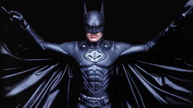 George Clooney - Non a caso Joel Schumacher si ritrova sempre a scusarsene... I capezzoli del Cavaliere Oscuro in Batman & Robin sono...
