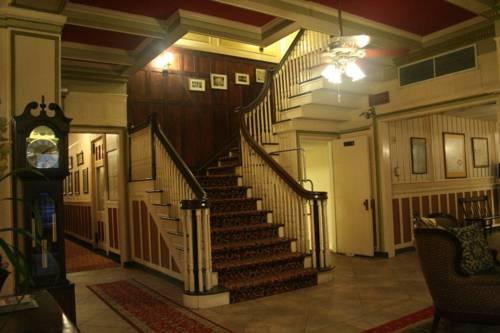 The Innkeepers - Yankee Pedlar Inn, Torrington, UK